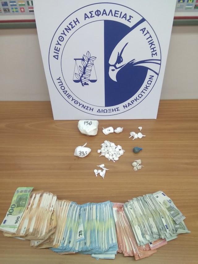 Συνελήφθη στην περιοχή της Ηλιούπολης αλλοδαπός για κατοχή και μεταφορά ναρκωτικών ουσιών προς περαιτέρω διακίνηση.