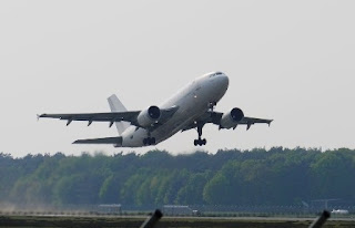 Hamil Muda Naik Pesawat Amankah ?