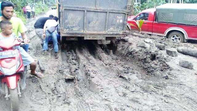Innalillahi, Ibu Mau Melahirkan Meninggal Dunia Gara-Gara Jalan Rusak di Jambi