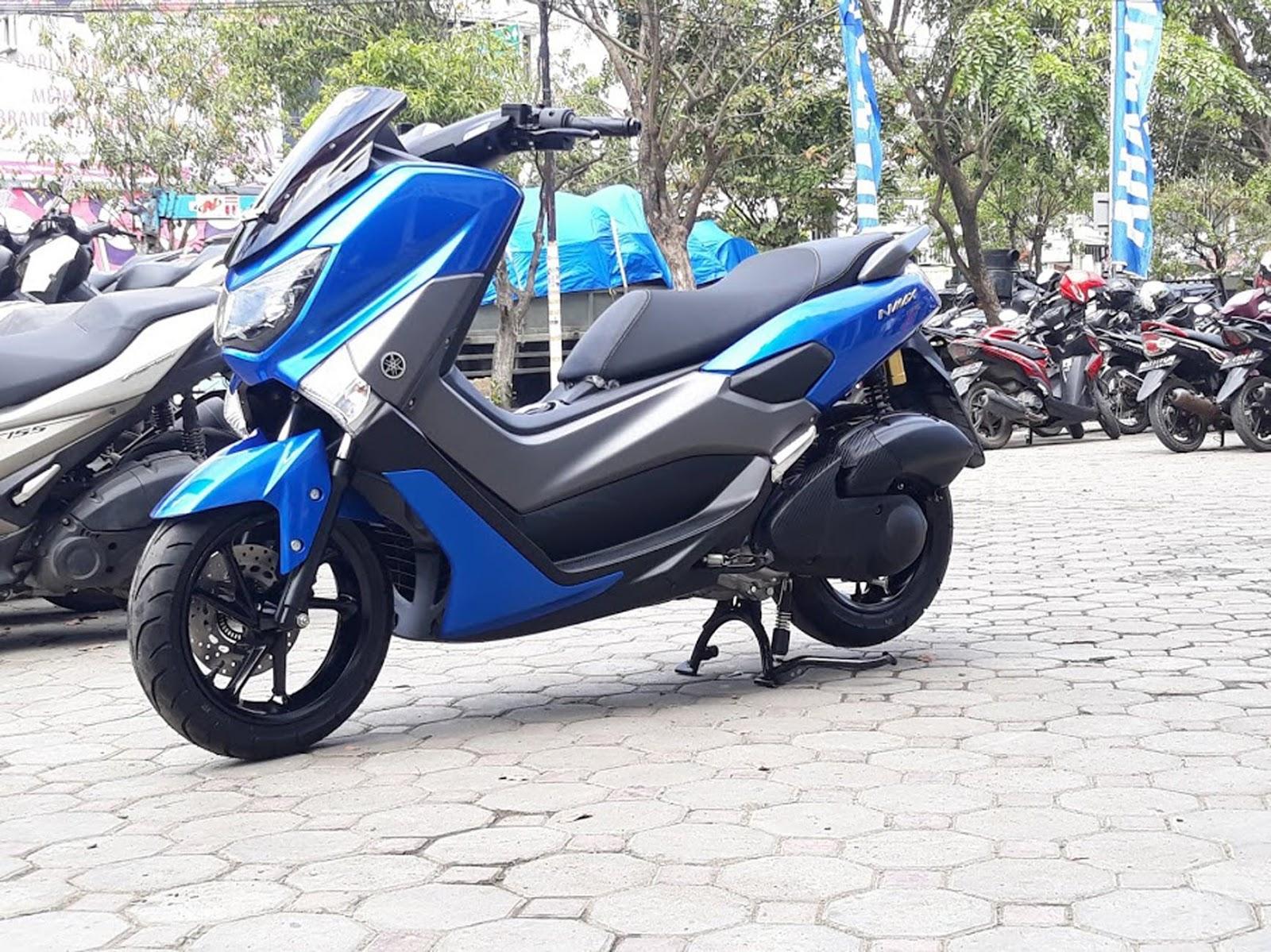 Yamaha NMAX dengan aksesoris modifikasi