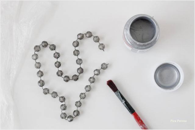 portafotos-diy-renovado-collar-perlas-betun-judea-paso-1