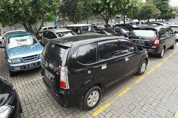 cara parkir netral mobil matic