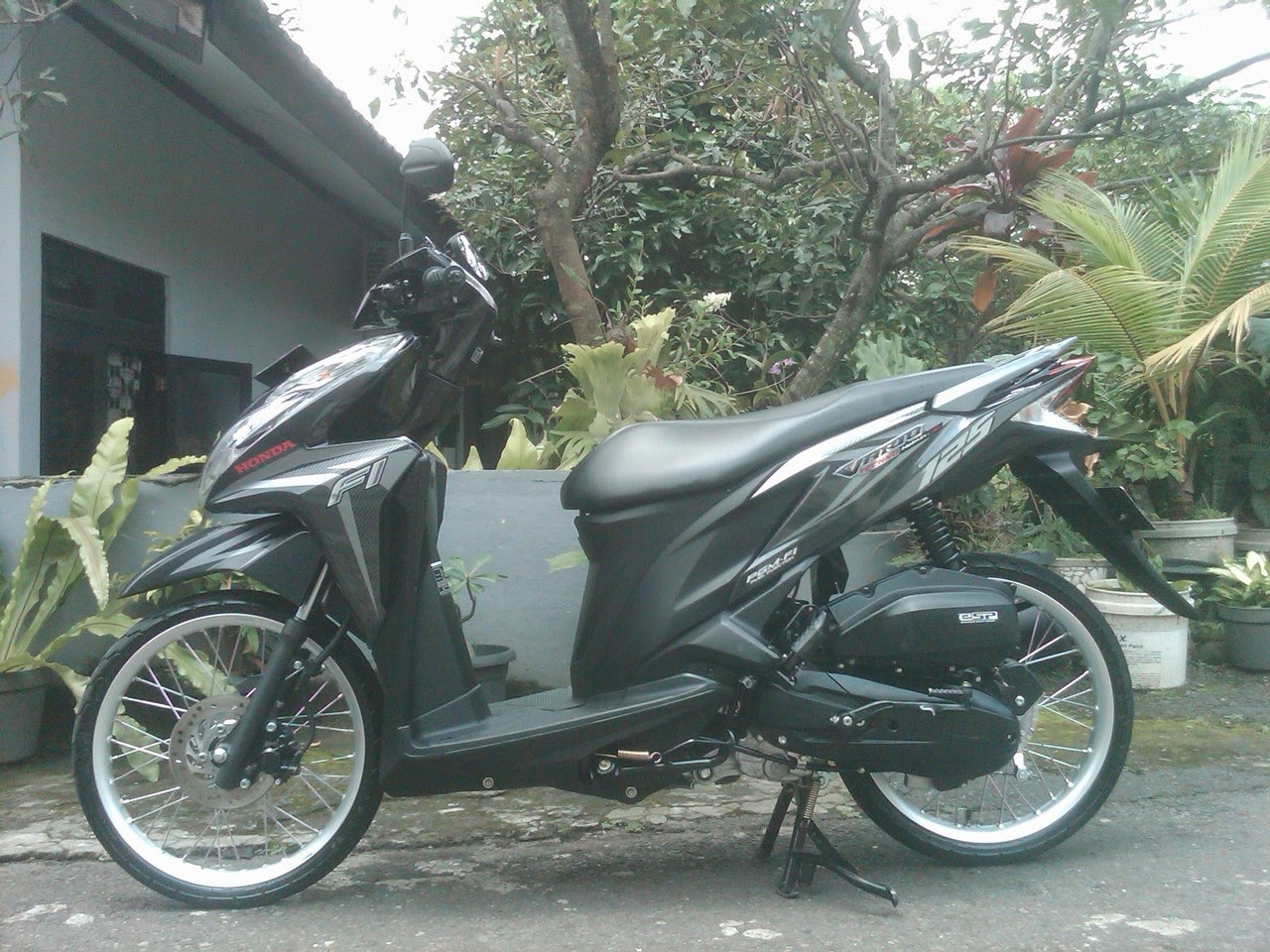 Download Ide Modifikasi Motor Vario 125 Velg 17 Terbaru Velgy Motor