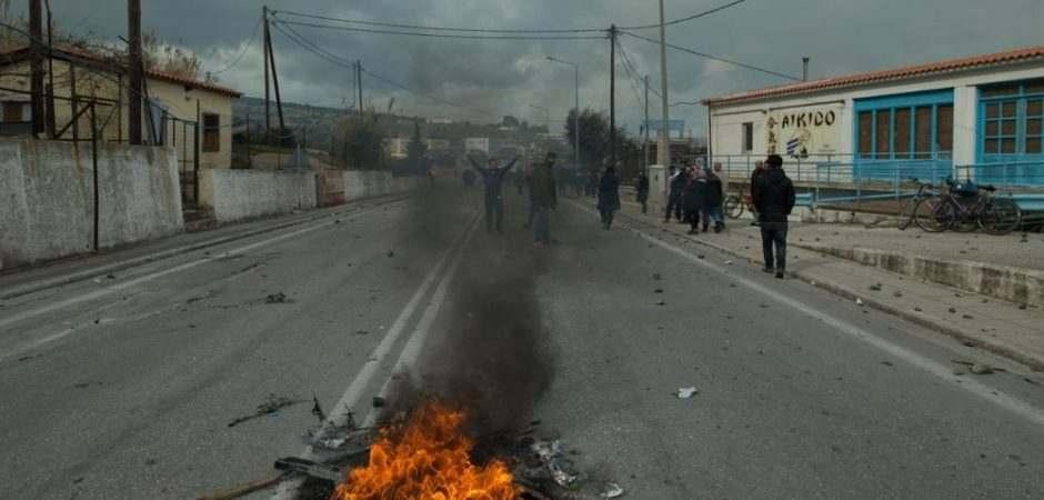Εικόνες χάους στη Μόρια: Υπόνοιες Μηταράκη για υποκίνηση των επεισοδίων