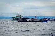 Panik Karena Kapal Terbakar, Petugas PLN Lompat ke Laut