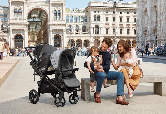 Pais com filhos em Milão