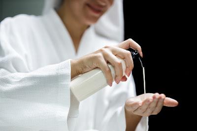 6 روتين يومي للعناية بالبشرة للمرأة العاملة: بسيط وسهل