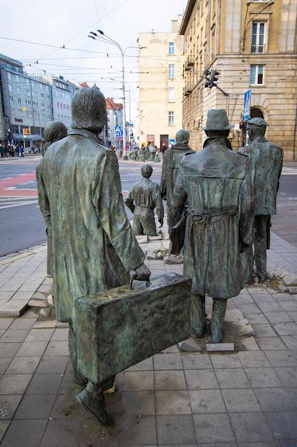 Pomnik Anonimowego Przechodnia we Wrocławiu-Breslavia