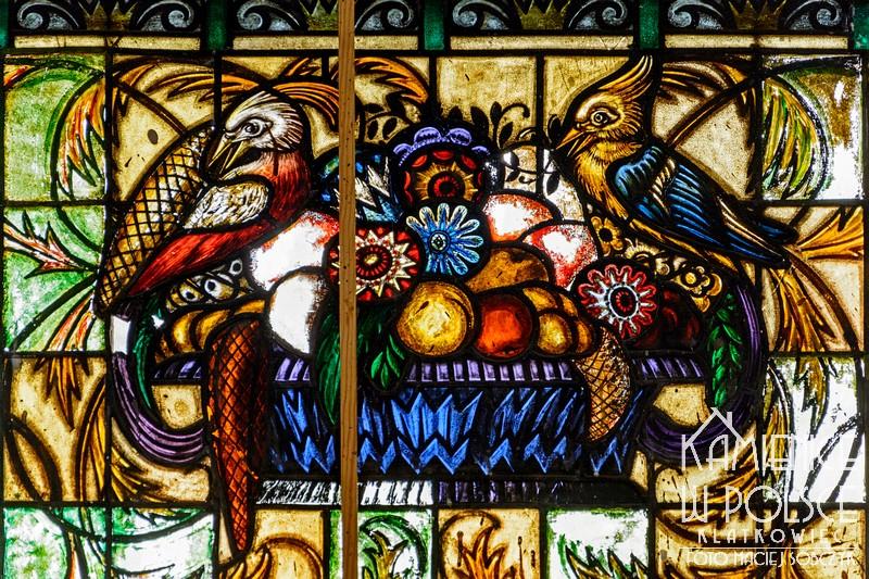 Żary. Przedwojenny witraż z ptakami.