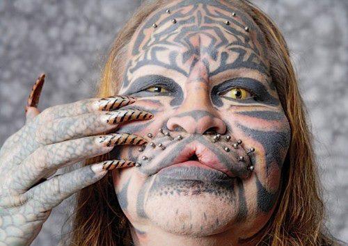 Dennis Avner pria dengan obsesi menjadi seorang harimau