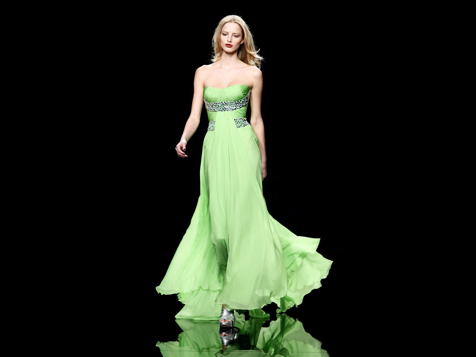 Fashion Girl Awesome Evening Dresses Images