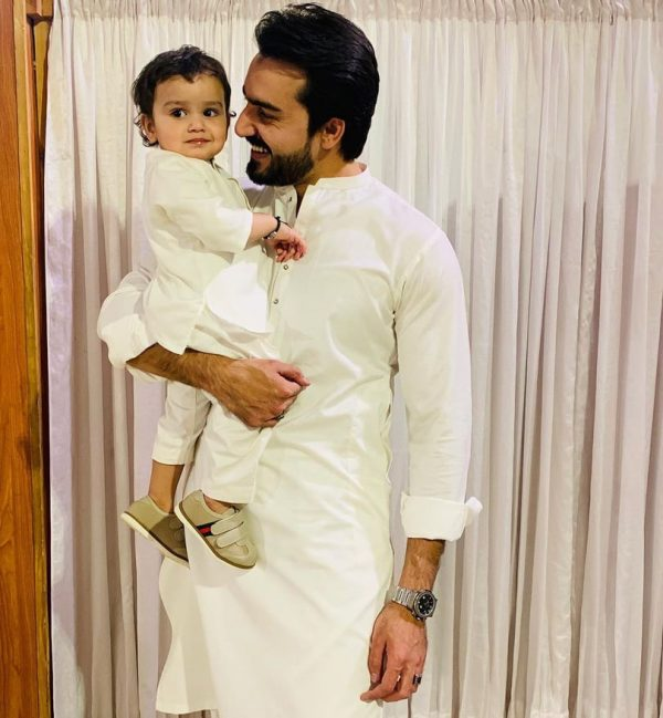 Faraz and Hammad Farooqui Memorable Pictures with their Wives and Kids
