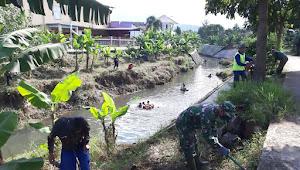 Gabungan Satgas Sub10 dan Sub11, Membersihkan Sungai Cijalupang
