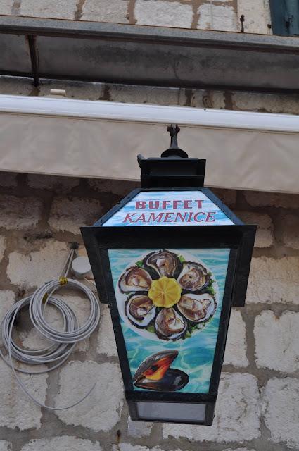foto de farol de restaurante, plaza Gundulic, Que ver en Dubrovnik