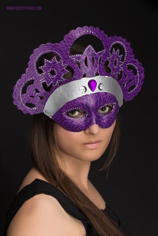 Venezianische Maske basteln DIY Masken selber machen mit Decopatch #diy #diymaske #maske #masken #decopatch #venezianischemaske #diykostüm #karneval #fasching #serviettentechnik