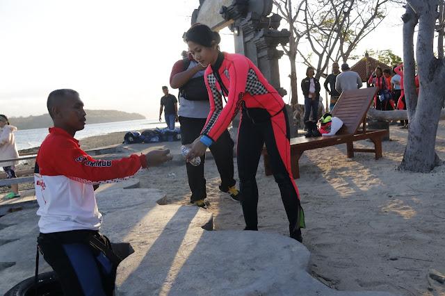 Usai Latihan Menyelam, Kapolda Bali Pimpin Bersih-bersih Sampah Plastik di Pulau Menjangan