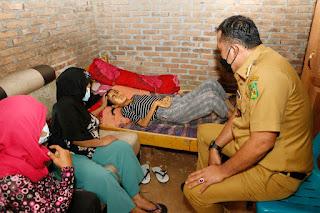 Alami Penyakit Komplikasi,  Wakil Wali Kota Medan Jenguk dan Bawa Rizky Andriani ke Rumah Sakit