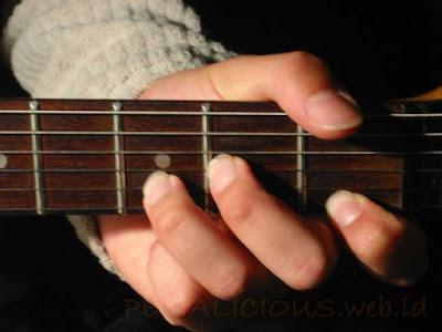 Cara Menekan Senar Chord D Minor