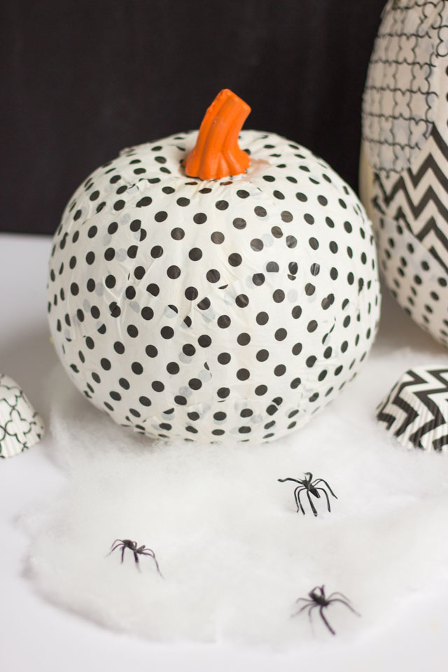 Cover a pumpkin with cupcake liners for a fun pumpkin decorating idea! #cupcakewrappercrafts #cupcakelinercrafts #pumpkinideas