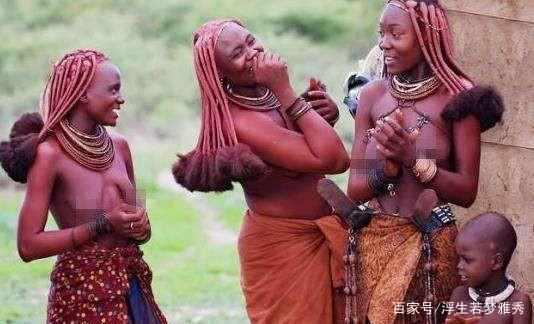 """Bộ lạc nguyên thủy phụ nữ thích """"khỏa thân"""" từ chối mặc quần áo, đàn ông yểu mệnh không sống qua 15 tuổi"""