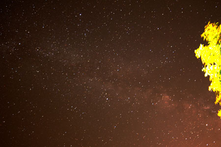 Milky Way as seen from Comfort Inn parking lot in this 60 seconds, 14mm DSLR image  (Source: Palmia Observatory)