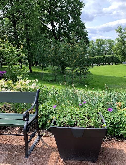 Slottsparken - en oase i hovedstaden vår, Oslo. Det er flere benker å hvile på IMG_0214 (2)-min