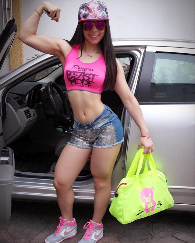 Mexican fitness model Lee Brise