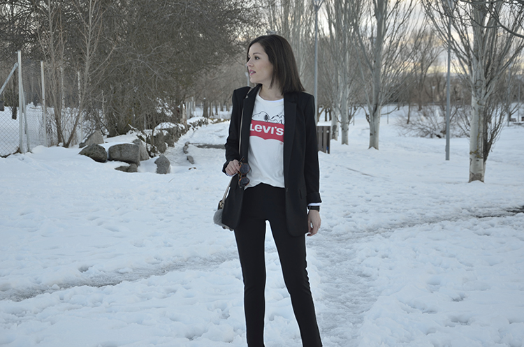 camiseta_levis_snoopy_balzer_black_look_outfit_trends_gallery