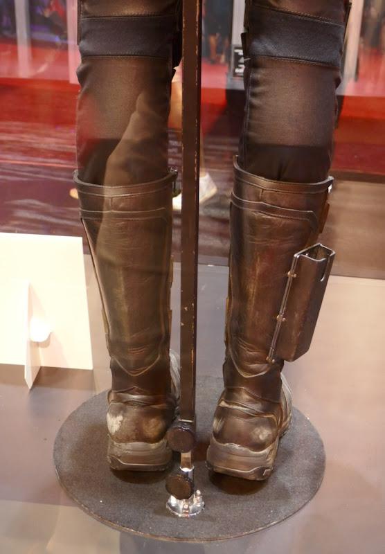 Hawkeye costume boots Avengers Endgame