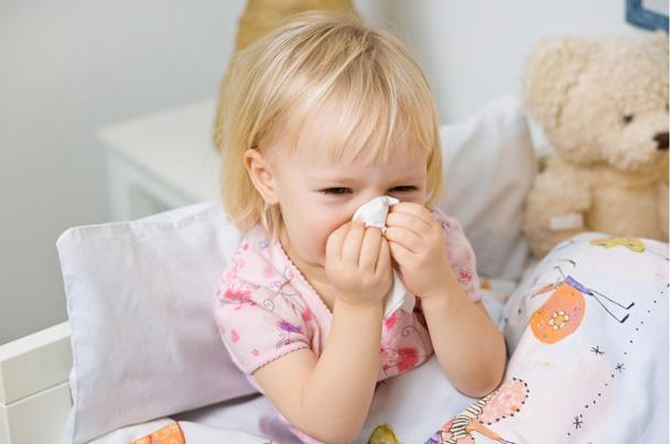 نصائح لحماية طفلك من عدوي الأمراض في الشتاء