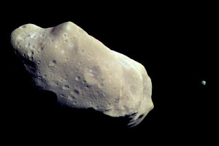 Explained the unexpected benefits of falling asteroids on Earth