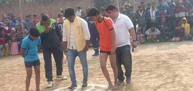Kabaddi%2Bmatch3 वाराणसी-सिद्धार्थ राजभर ने मारुती क्लब द्वारा आयोजित कबड्डी मैच का किया उद्घाटन