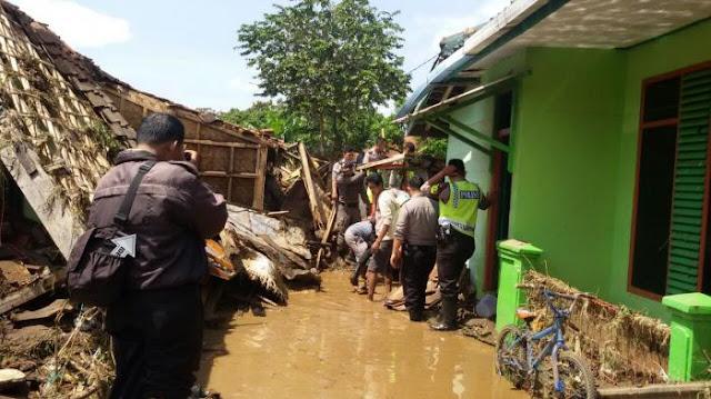 Detik-detik Jelang Banjir Garut, 'Saya Lihat Jelas Seperti Ada Ombak Tsunami'
