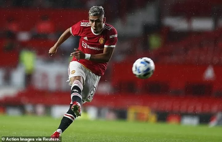 Man Utd midfielder Andreas Pereira 'closes in on loan move to Flamengo'
