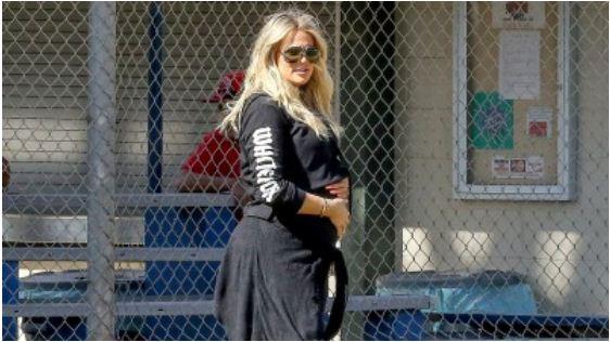 pregnant-khloe-kardashian-baby-bump-pictures