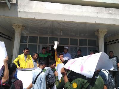 Merasa Tidak Aman, Mahasiswa FP UNA Demo Rektorat