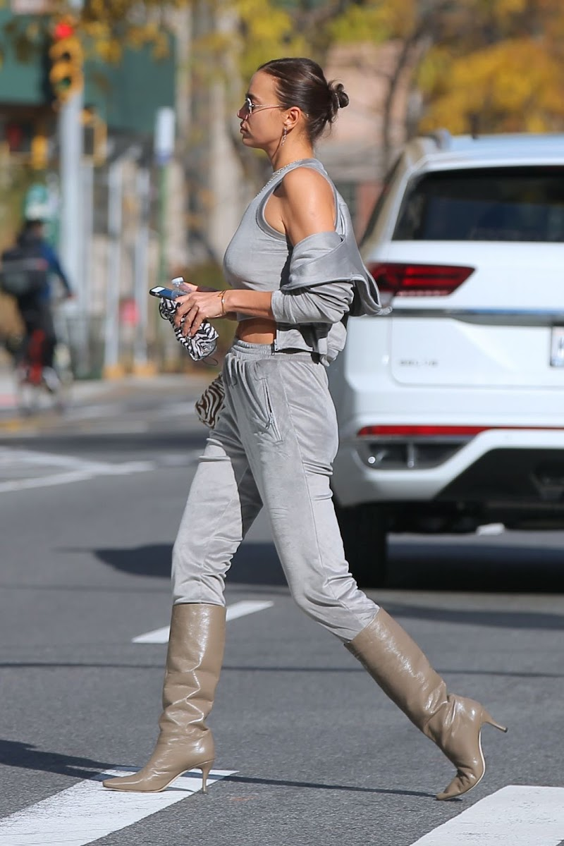 Irina Shayk Clicked Outside  in New York 9 Nov-2020