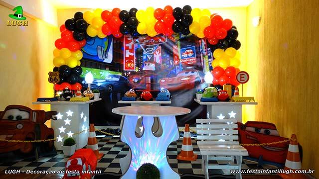 Decoração festa de aniversário infantil tema Carros Disney 3 - festa decorada na Barra RJ