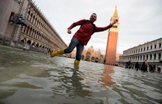 Venecia empieza a respirar tras su peor inundación en más de medio siglo