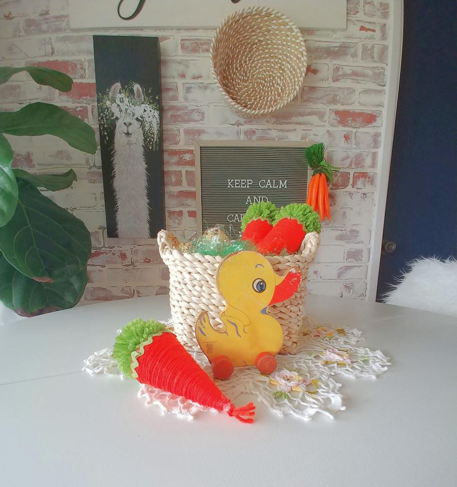 DIY Yarn Carrot Cones