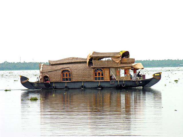 Sailing In Kerala With a Houseboat