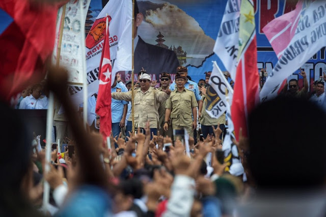 Prabowo:Bila Dicaci,Balas dengan Senyum