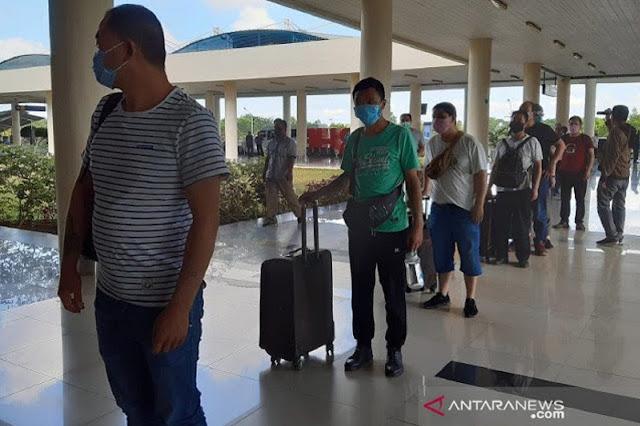 IPW Kritik Kebijakan Jokowi: Larang Mudik, tapi 500 TKA China boleh Masuk ke Sultra