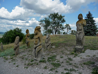 Изюм, Харьковская обл. Гора Кременец (Кремянец), Каменные идолы