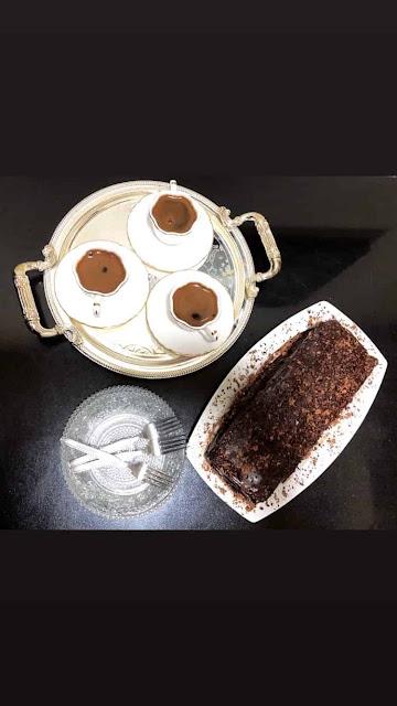 كيك كيتو بالشوكولاته الدارك مع قهوه