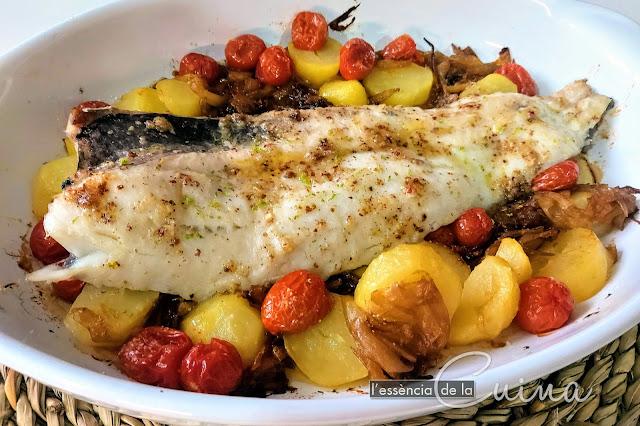 LLuç al Forn, peix, Cuina casolana, L'Essència de la Cuina, Merluza Horno, pescado, cocina casera