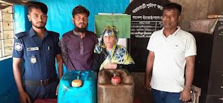 মাতারবাড়িতে বাংলা মদসহ মা-ছেলে আটক ::