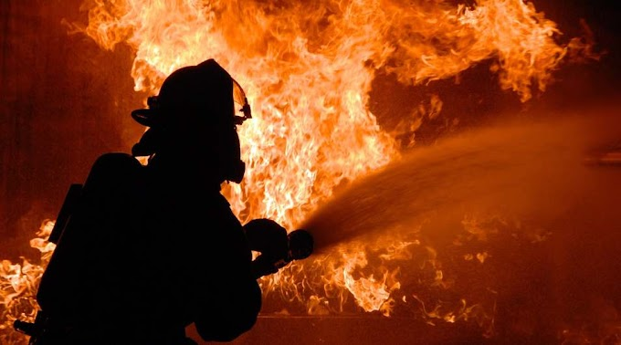 Teljes terjedelmében égett egy családi ház tetőszerkezete Mezőladányban