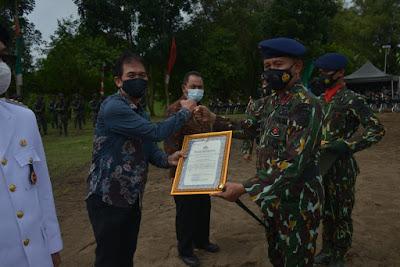 Kapolda Sumsel Memberikan Piagam Penghargaan Kepada Pertamina Pendopo Field