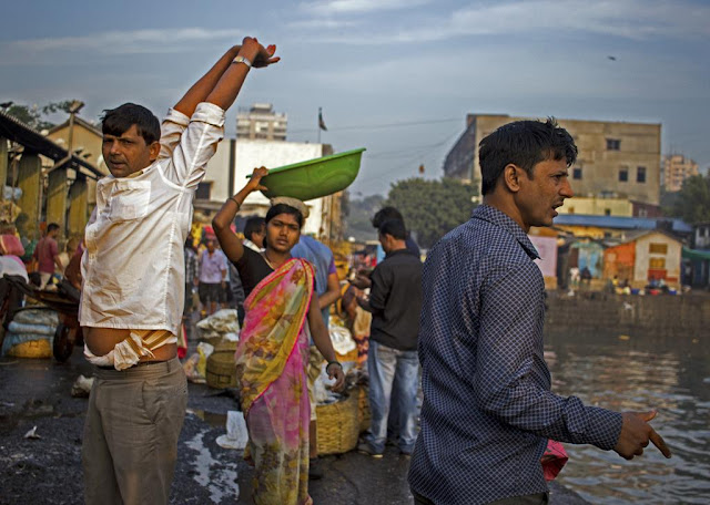 expressions, fisherfolk, traders, sassoon docks, mumbai, incredible india, street
